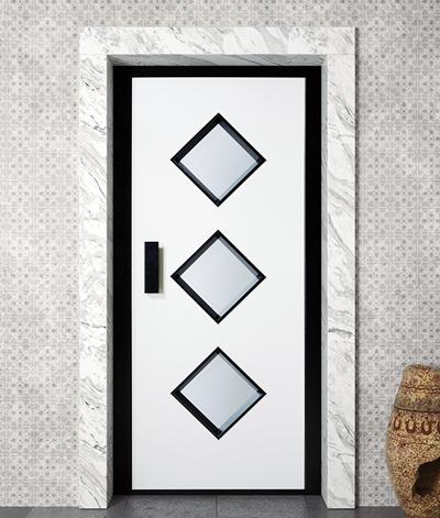 Conventional manual elevator door (semi-automatic)